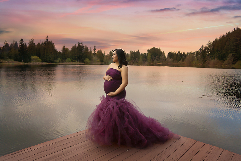 breathtaking-outside-maternity-photo-session-in-olympia-by-fairies-and-frogs-photography