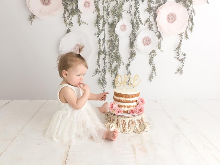 Seattle-baby-first-birthday-cake-smash-photographer