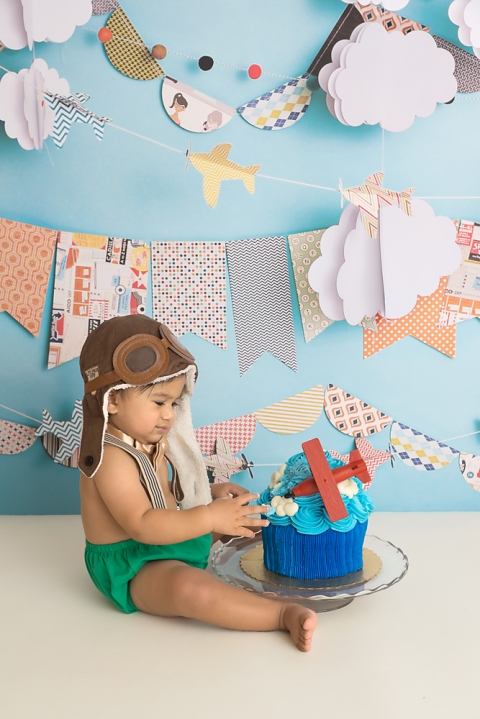 airplane-themed-cake-smash-photo-session-in-olympia