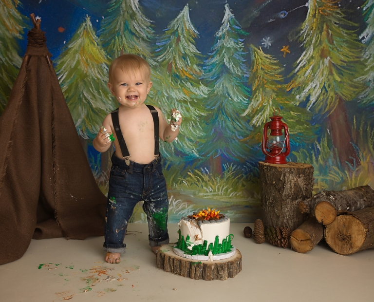 camping-first-birthday-cake-smash-photo-session-in-olympia