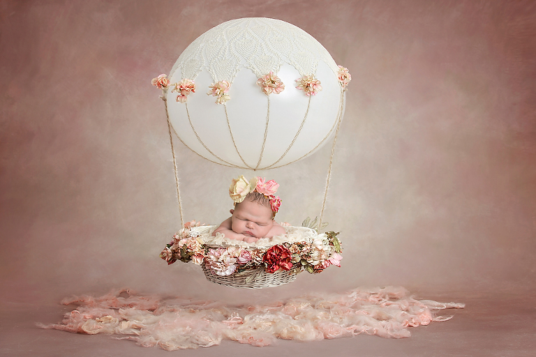 hot-air-balloon-themed-newborn-session-by-fairies-and-frogs-photography-in-seattle