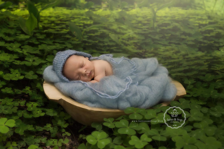 Outside-Newborn-Photography-Fairies-and-Frogs-Olympia-WA