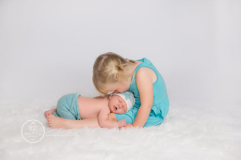 Newborn-and-Sibling-Tips-to-Prepare-for-Newborn-Photography-Session-Olympia-Fairies-and-Frogs-Photography