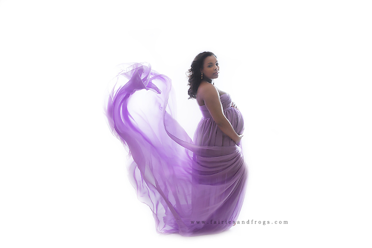 stunning-maternity-pictures-are-taken-at-fairies-and-frogs-photography-in-olympia