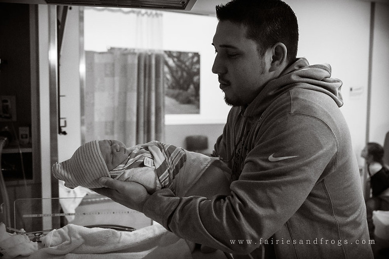 picture-of-the-first-time-a-father-holds-his-new-baby