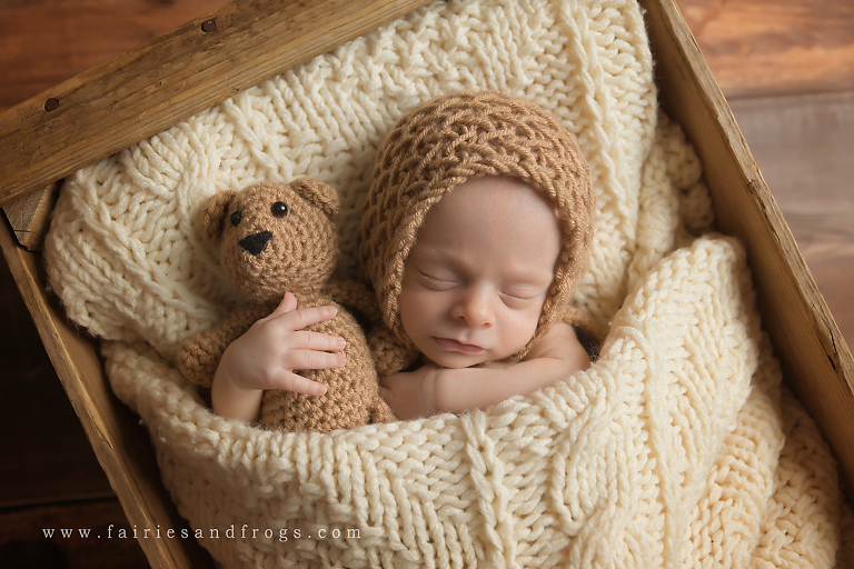 preemie-baby-at-newborn-photography-session-at-fairies-and-frogs-photography