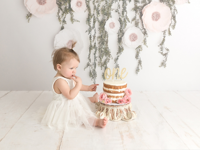 Seattle-baby-first-birthday-cake-smash-photographer