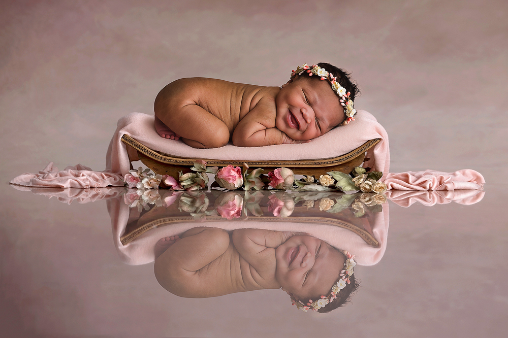 Seattle newborn baby photographer by Fairies and Frogs Photography